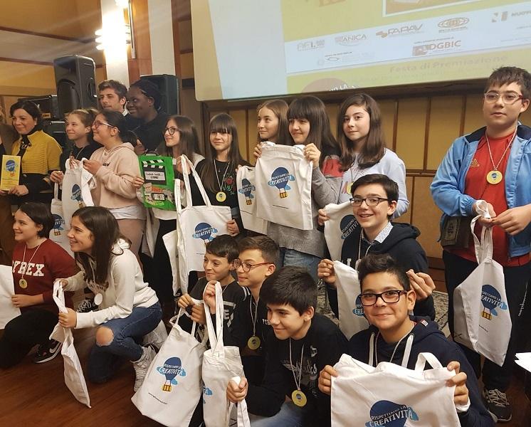 """La classe vincitrice: II A, dell'Istituto Comprensivo """"A. Moro"""" di Stornarella (FG)"""